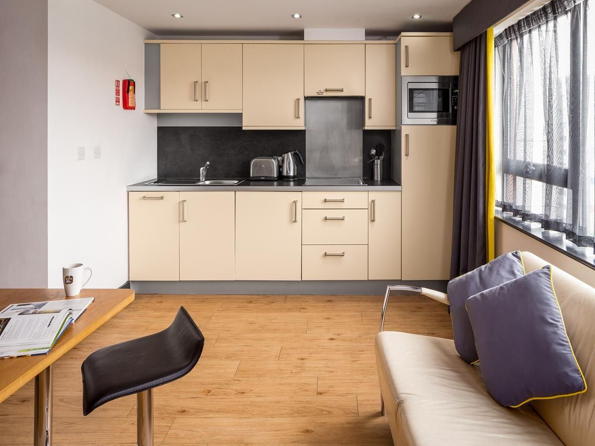 Roomzzz Leeds City West - Serviced Apartment in Leeds | Q ...